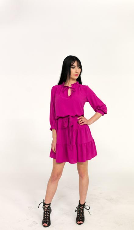 różowa fuksjowa sukienka z wiązaniem w talii luźna krótka z rękawem z marszczeniami