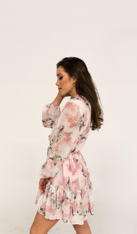 różowa krótka sukienka tiulowa w kwiaty wiązana z długim rękawem