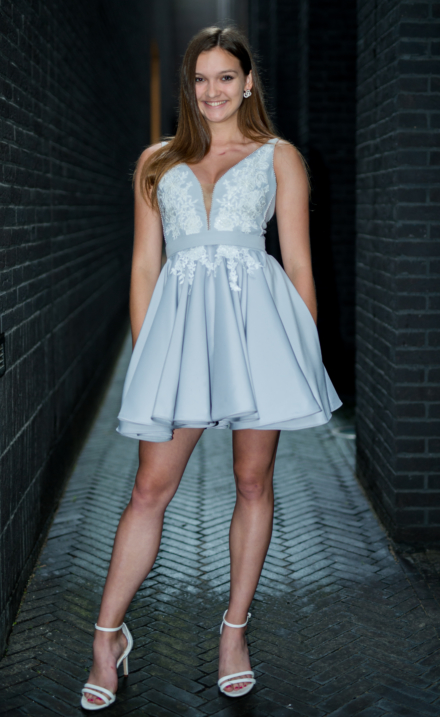 Rozkloszowana krótka sukienka Calderia z aplikacjami