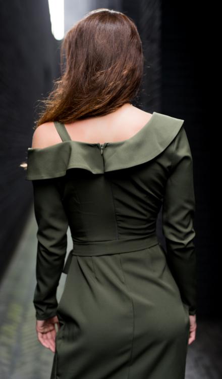 zielona sukienka khaki z długim rękawem