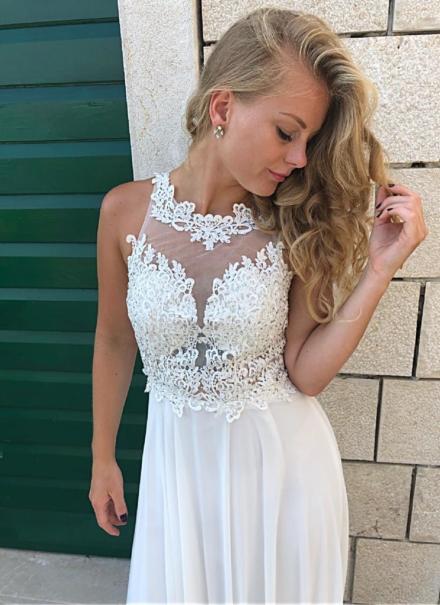 biała długa suknia na ślub dla panny młodej